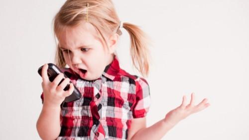 little-girl-on-smartphone